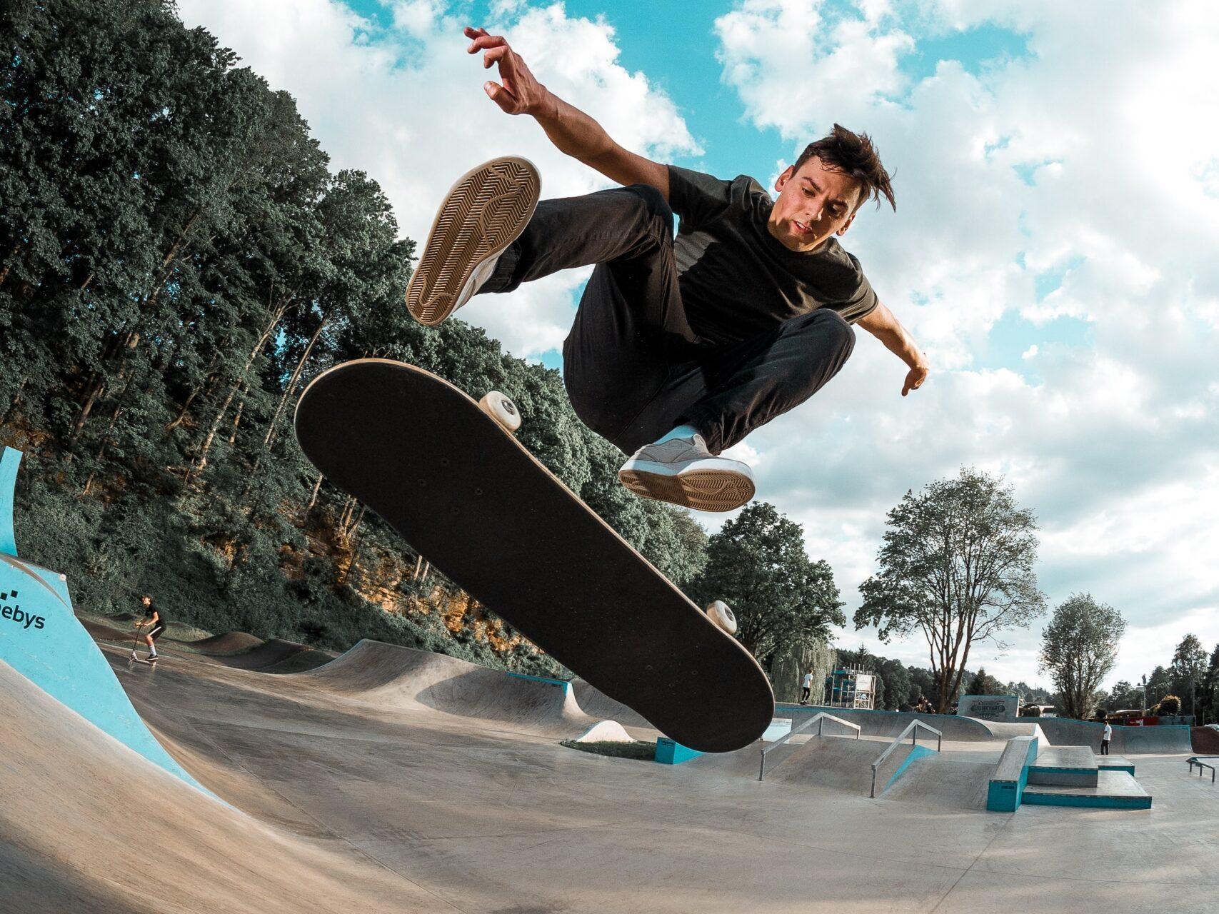 kickflip – beginner skate tricks   Skate The States